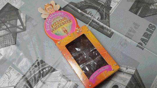 Des chocolats en forme d'abeille qui pétillent dans la bouche, un souvenir d'Universal Studios dans le monde de Harry Potter