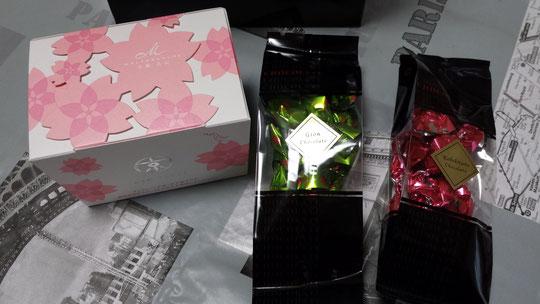 Des gâteaux et des bonbons japonais, comme toujours, l'emballage est soigné et magnifique