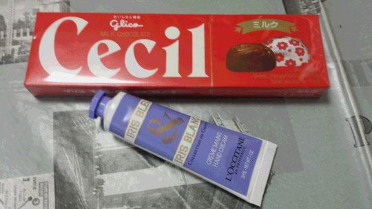 Des chocolats et une crème pour les mains de L'Occitane