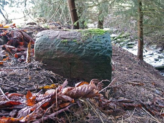 Ein mächtiger Stein, an der Markungsgrenze Locherhof/Lackendorf