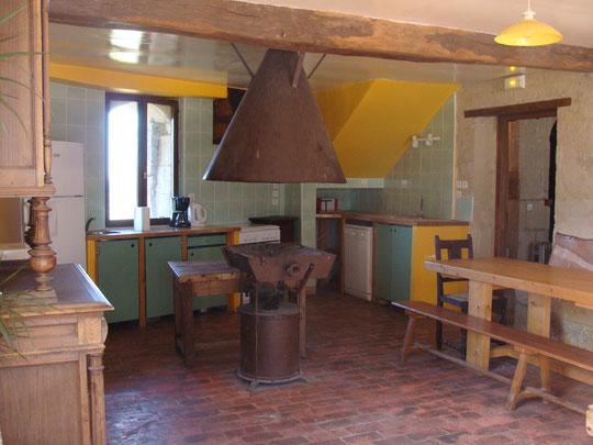la cuisine du gîte dans l'ancienne forge
