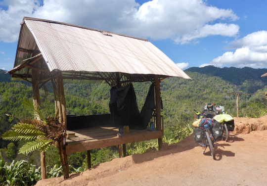 Lunch break cycling from Phou Khoun to Phonsavan in northern laos
