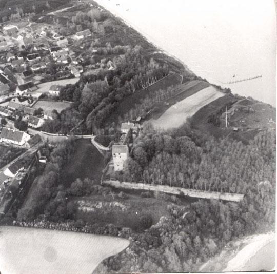 Бальга до 1945 г. фото с самолёта. На переднем плане замок.