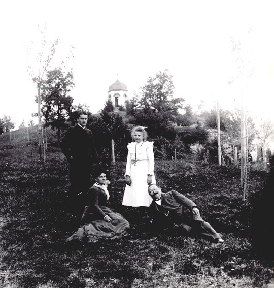 ca 1900 Oskar mit Baumeister Carl Müller und Familie