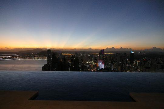 Panaviera Rooftop Sonnenuntergang Hotel Drinks Essen