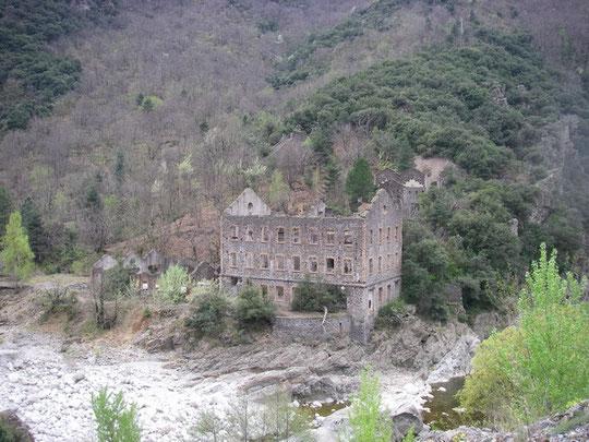 En aval du barrage de Pied de Borne