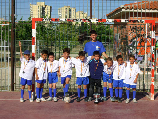 Marcos, Alvaro, Fer, Guillermo, Alex, Pablo, Victor, Julito y Hector. Entrenador Raul