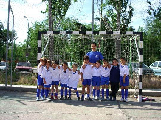 Marcos, Hector, Alex, Julito, Alvaro Arias, Guillermo, Fer, Victor, Pablo y Alvaro Rodriguez. Entrenador Raul