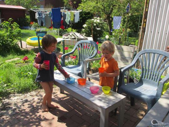 Gartenspaß für Kinder: Matschküche leicht gemacht