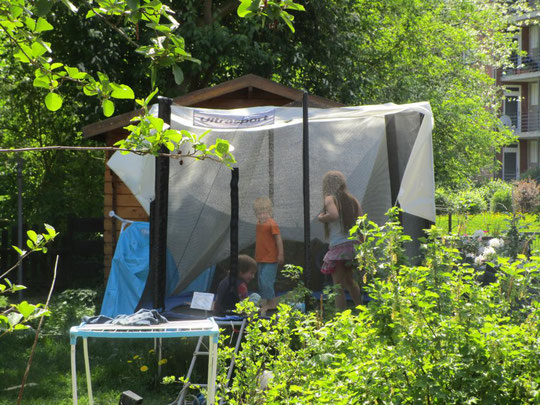 Gartenideen für Kinder: Trampolin-Zelt