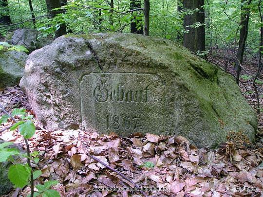 Denkstein an der Abzweigung vom Steinweg nach der Kreuzbuche