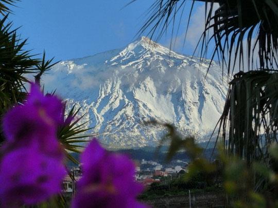 Blick bei Sonnenaufgang vom Gipfel des Teide nach La Palma und Informationen für Schweizer Urlauber