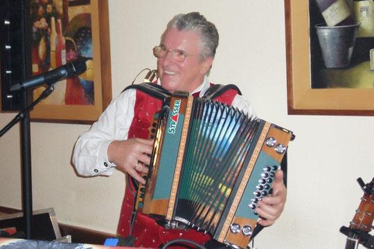 Peter, mit Herz und Seele Musikant -Kirchenwirt-Oktoberbier-Anstich Groß St.Florian 30.9. 2012