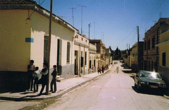 Doc. Michèle Quessada - Rue Renan en 1987 avec au 1er plan la maison Girona
