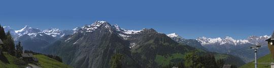 Berggipfel im Schächental von der Terasse Berggasthaus Ratzi