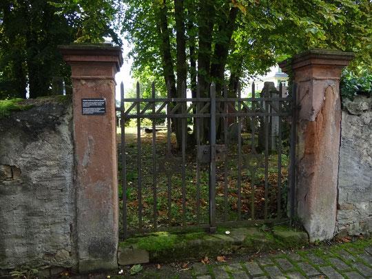 Eingansportal zum alten jüdischen Friedhof in Bad Nauheim