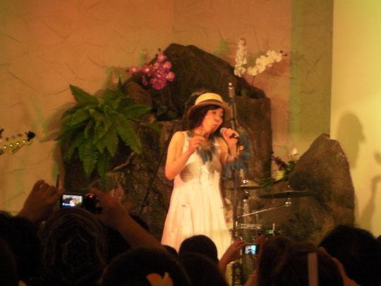 関口バンドの花形 世界的な口笛奏者 分山貴美子さん