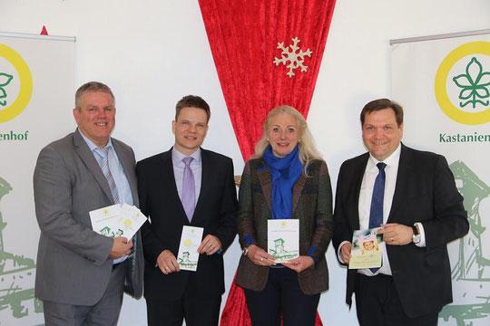 Pflegefamilien gesucht (v.l.): Kastanienhof Leiter Jens Lüdert, Andreas Altena (Firma TCS), Esta Wolff (Vorstandsvorsitzende des Krefelder Frauenvereins) und OB Frank Meyer.  FOTO: jps