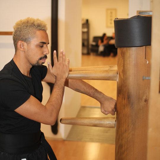Schwarzgurt, Black belt, Holzpuppe: Duan Wing Chun Kung Fu, Kampfkunstschmiede Zürich Oerlikon