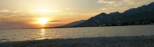 Sonneuntergang in Richtung Starigrad mit Velica Paklenica