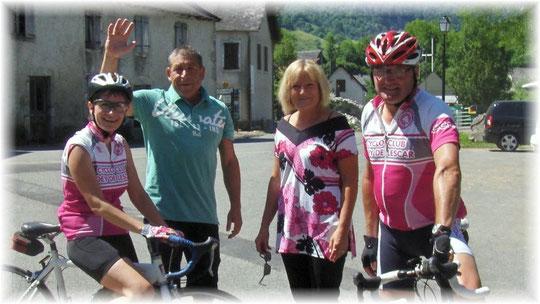 Sylvie, Paulo et Domi vous saluent bien,