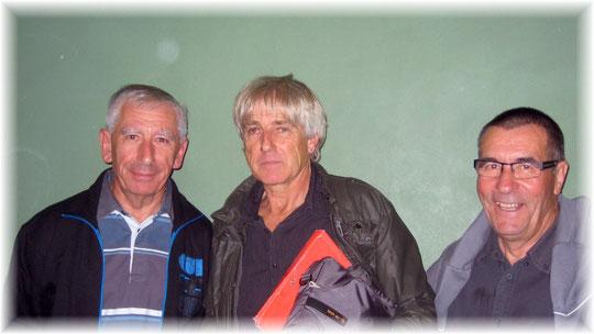 Le retour de J.Flous et l'arrivée de G.Tarrago sont appréciés par tous et notamment notre Président ( au centre )