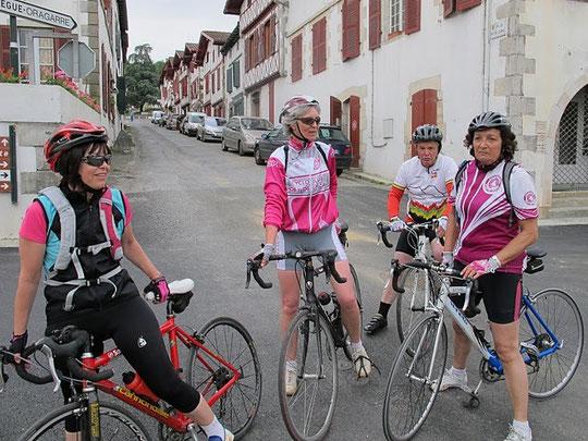 Monique, Anne, Aline ainsi que Michou et Claude ont roulé en Terre Basque...