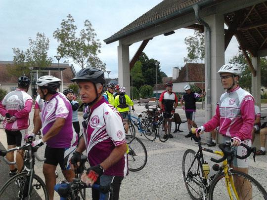 Malgré la période de vacances, une bonne vingtaine de cyclos étaient au R.V. de 7h30 !