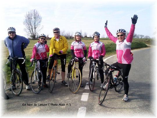 Notre souriant Président entourée des plus belles cyclotes du Béarn !