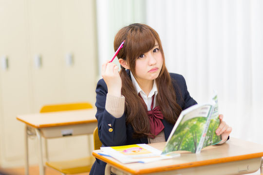 勉強をしていると腰が痛い奈良県大和高田市の女子生徒