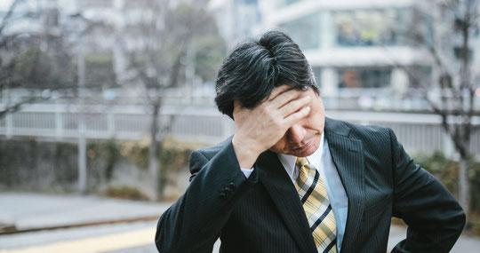 睡眠不足で腰痛に悩む奈良県葛城市の男性