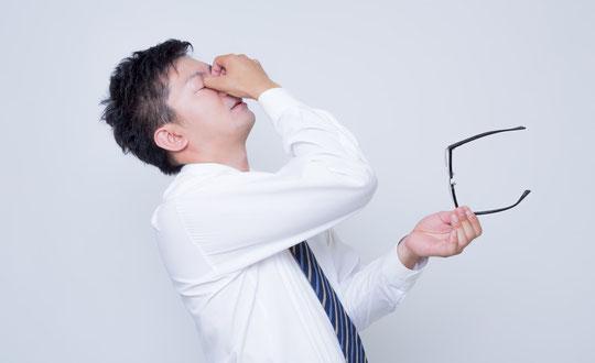 目の疲れが原因で肩こりと首の痛い奈良県御所市の男性