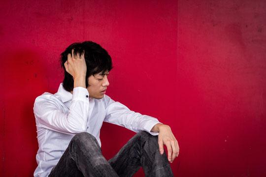 首の付け根がチクチクと痛い奈良県御所市の男性