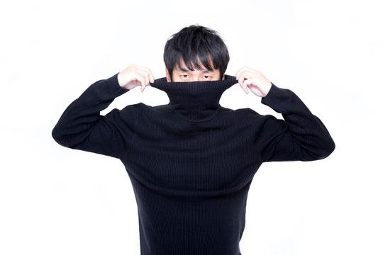 タートルネックで肩がこる奈良県葛城市の男性