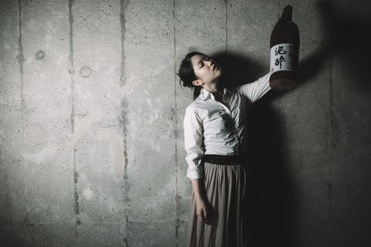 お酒のアルコールで肩がこる奈良県大和高田市の女性