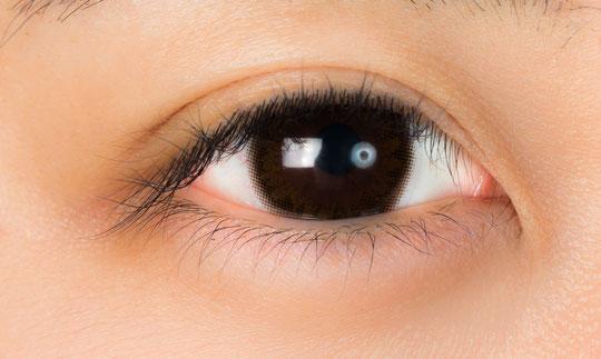 目の疲れが原因で首の痛みと肩こりに悩む奈良県葛城市の女性