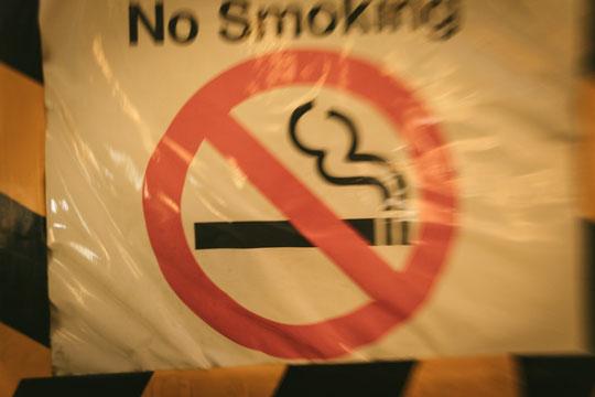 タバコが原因で肩こりの奈良県葛城市の男子