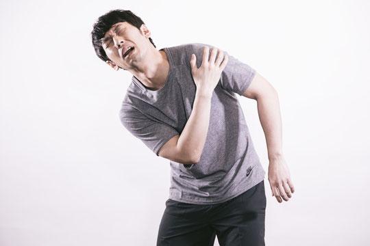首の骨の間隔が狭くて腕が痛い奈良県葛城市の男性