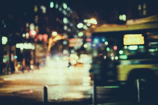 夜行バスで腰痛対策をする奈良県葛城市の運転手