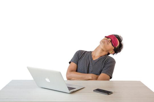 肩こりがひどく異常な眠気に襲われる奈良県葛城市の男性
