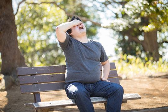 太って腰椎ヘルニアになりやすい奈良県御所市の男性
