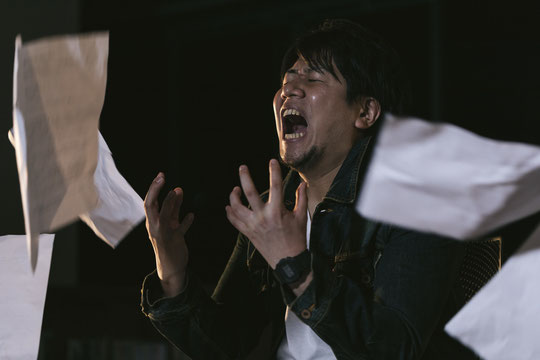 肩こりでグリグリとしたしこりができて何か悩む奈良県御所市の社員