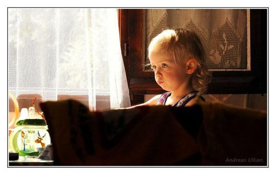 Sascha am Morgenfenster | fotografiert 09-2011