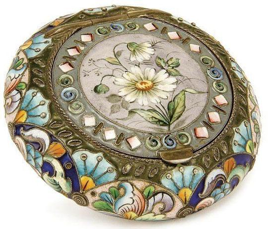 Коробочка с ромашками  Серебро, эмали 1896