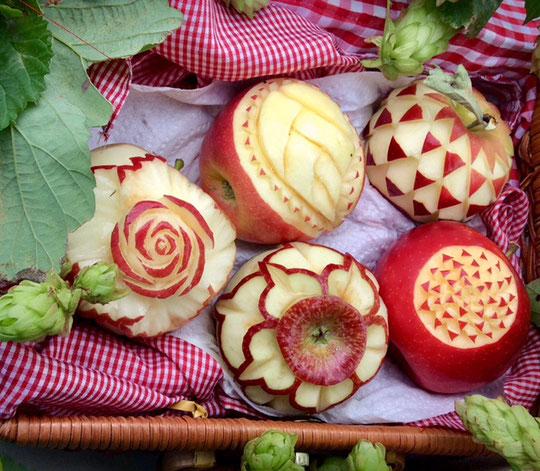 Sculpture sur pommes de Véronique Beltzung