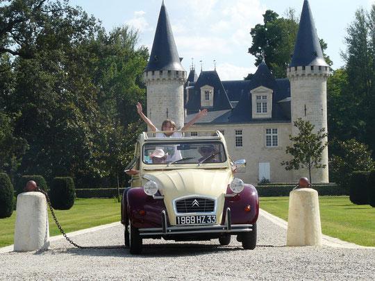 louez une 2 CV et visitez les châteaux des vignobles bordelais