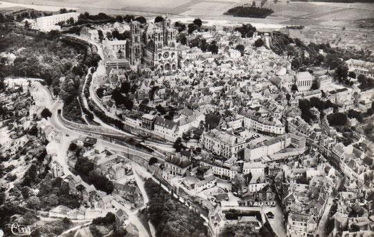 Laon, Place Général Leclerc et Cathédrale