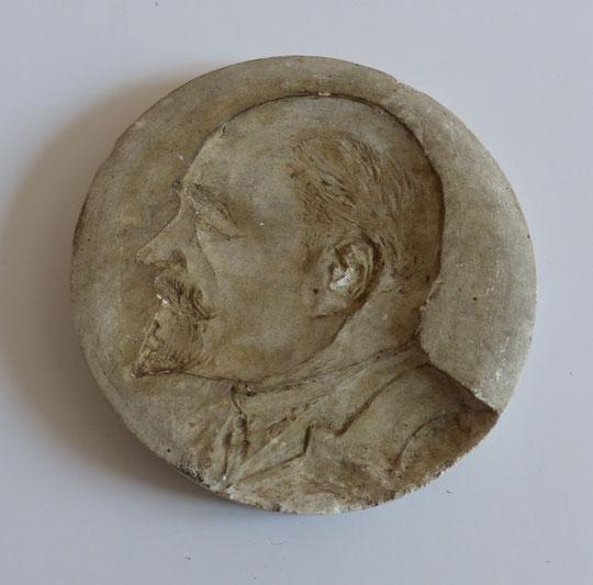 Auto portrait en moulage platre d'Alexandre Menu