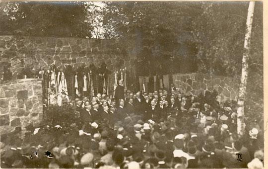 Einweihung des Ehrenmals am 30.6.1928 duch Pastor Harms