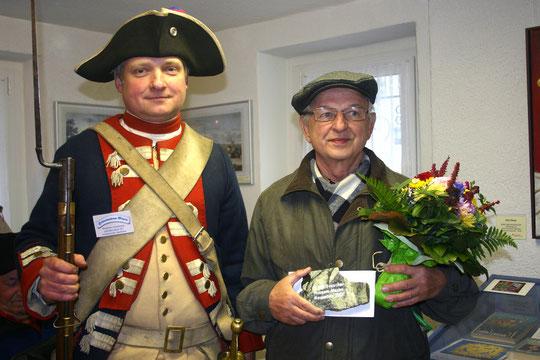 Der 20 000. Besucher (Dietmar Block, rechts) im Heimatmuseum Maxen am 17.11.2013. Foto: J. Tronicke